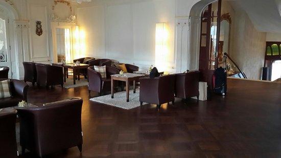 Hotel des Balances: Внутри.