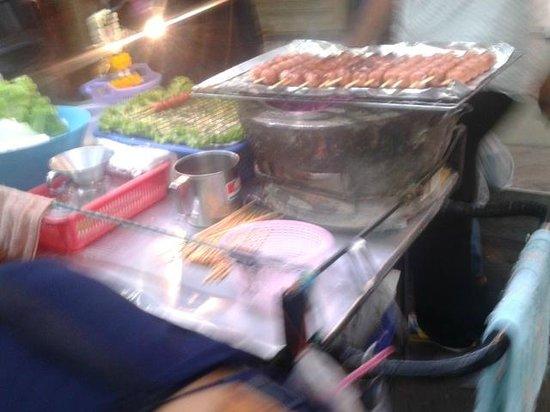 Pratunam Market: Thai foods street around Pratunam