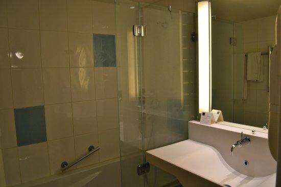 Novotel Valence Sud: Salle de bain