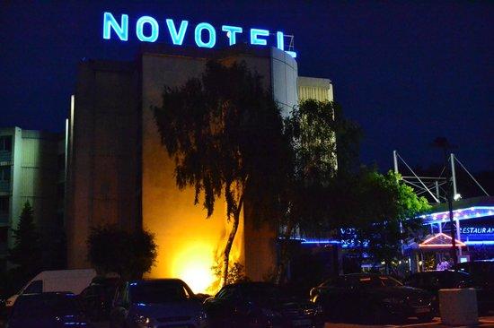 Novotel Valence Sud : Vu de nuit
