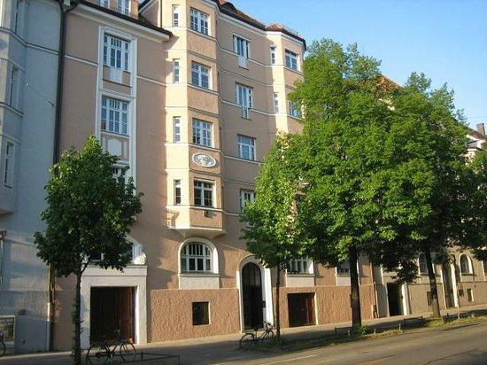 D'Alex Munich Apartments: Building