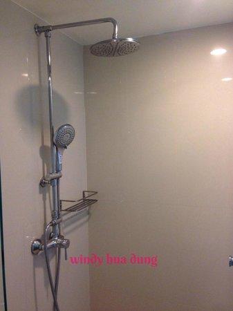 The Period Pratunam: bathroom