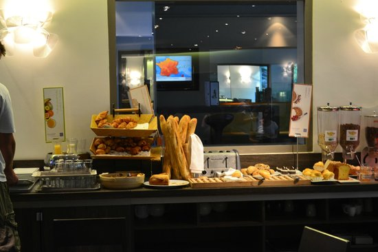 Novotel Valence Sud: Petit dej