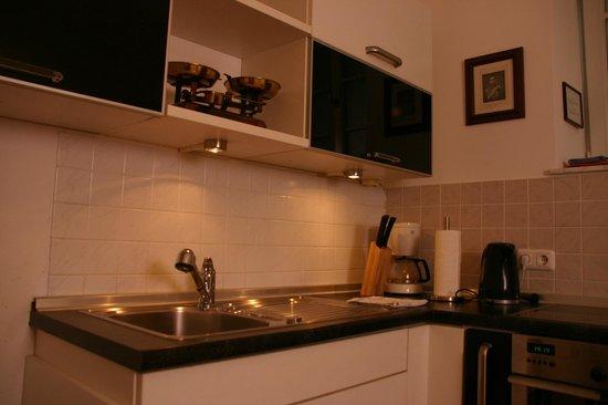 D'Alex Munich Apartments: Kitchen
