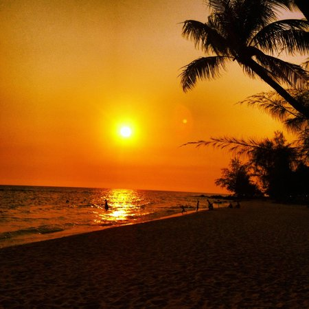 Coco Palm Beach Resort & Spa: Sunset on the beach