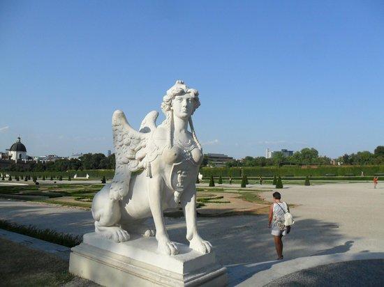 Schloss Belvedere: статуя1