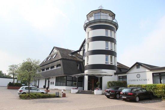 Ringhotel Fährhaus Farge: Eingangsbereich/Parkplatz
