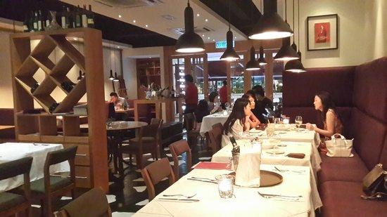 Gianni's Trattoria: Interior of restaurant