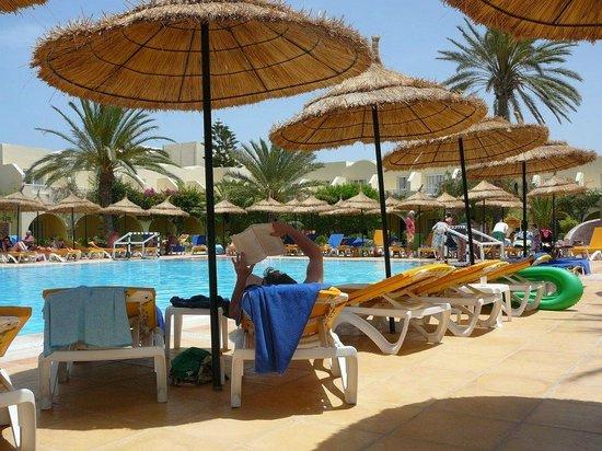 TUI MAGIC LIFE Penelope Beach: Pool Area at 10am, very quite