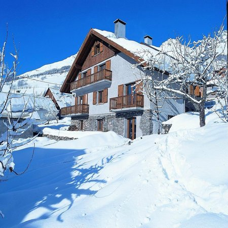 Chalet Lucette: The outside of the Chalet