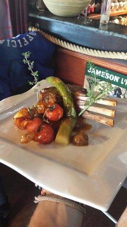 Restaurant le Drakkar : Le carré d'agneau grillé aux thym. Une pure merveille! !;)