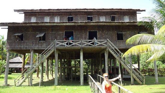 Museumsdorf Sarawak Cultural Village: Вот такое жилище