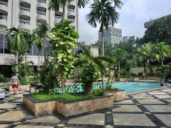 Sari Pan Pacific Jakarta: Pool side