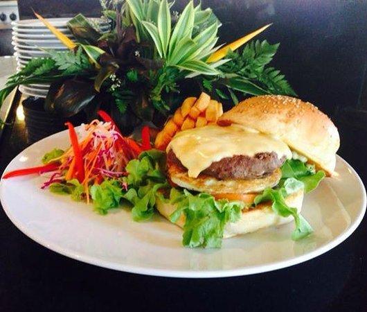 Allamanda Laguna Phuket: Burger - EAT