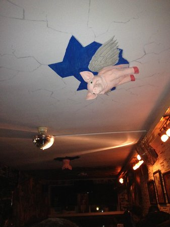 Flying Pig Uptown : Flying pigs everywhere!