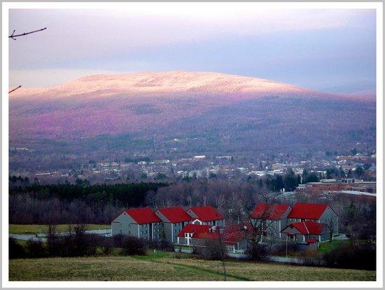 Eddington House Inn: View of Green Mountains from Southern Vermont College