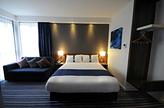 Holiday Inn Express Sheffield City Centre: Ask us about our family rooms with sofa bed