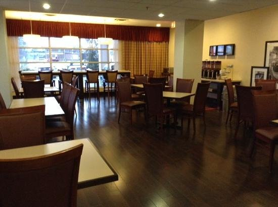 Ramada Niagara Falls by the River : Dining Room