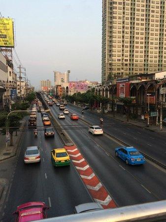 Kantary House, Bangkok : Outside the hotel