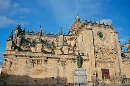 Bodegas Tio Pepe: Кафедральный собор снаружи