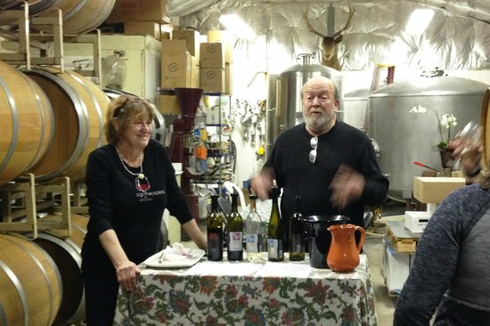 Elk Run Vineyards : Elk Run co-owners Fred and Carol Wilson host a barrel tasting