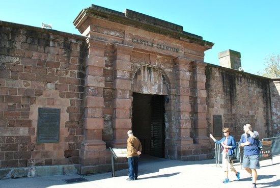 Castle Clinton National Monument : Главноые ворота