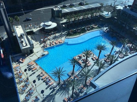Elara by Hilton Grand Vacations: View of the pool from the 12th floor