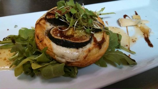 Parker House Inn and Restaurant : Mission Fig and Blue Cheese Tartlet: golden puff pastry, micro arugula and balsamic reduction