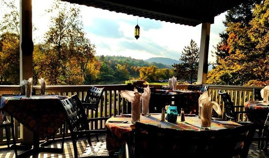Parker House Inn and Restaurant: porch dining overlooking the river and sunsets
