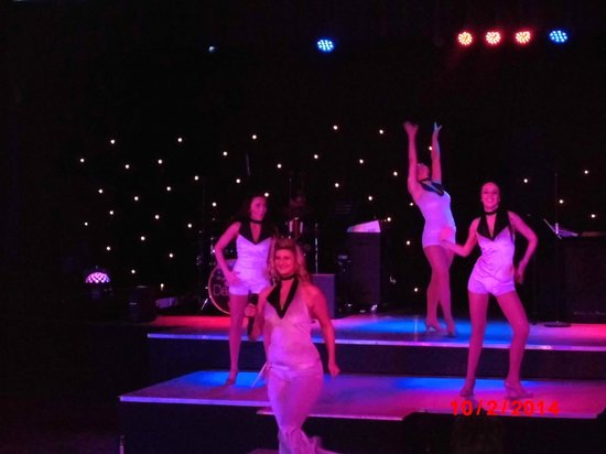 Warner Leisure Hotels Gunton Hall Coastal Village : Entertainment team