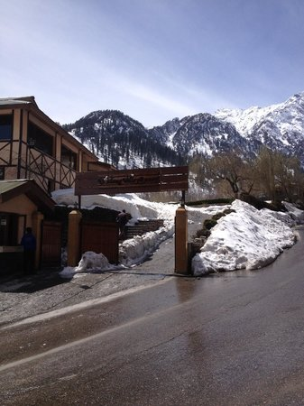 Solang Valley Resort : Front Gate