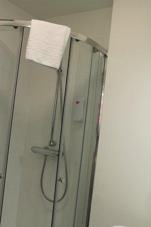 The Villa Express Kirkham: Bathroom