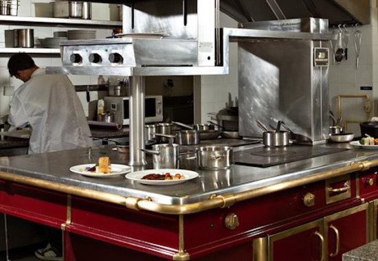 Chateau de Siran : le piano de la cuisine