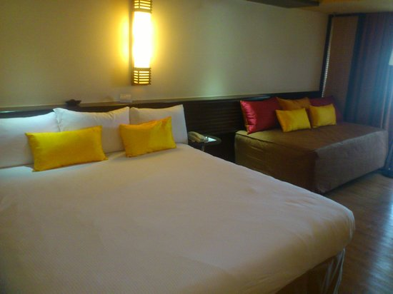 PARKROYAL Penang Resort, Malaysia: king size bed,2 single bed-family room