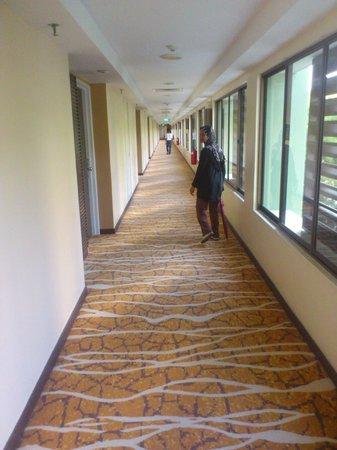 PARKROYAL Penang Resort, Malaysia : hallway to our room