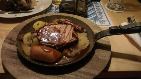 Bavarium: Meat platter, sausage and saurkraut