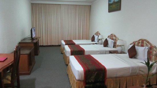 City Angkor Hotel: ベッド+簡易ベッド