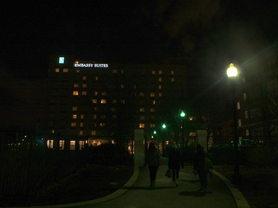 Embassy Suites by Hilton Boston - at Logan Airport: The path home at night