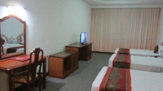City Angkor Hotel: テレビは初めからNHKにセットしてありました。