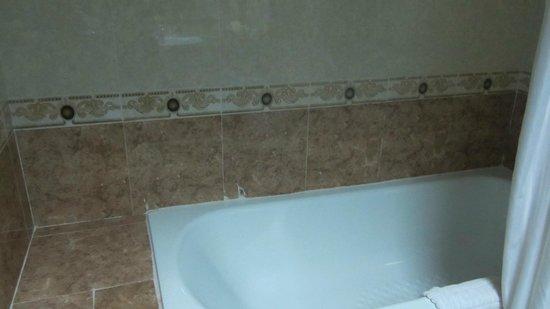 City Angkor Hotel: 浴槽