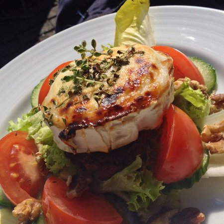 Herings im Martinswinkel : Grilled goat cheese with honey