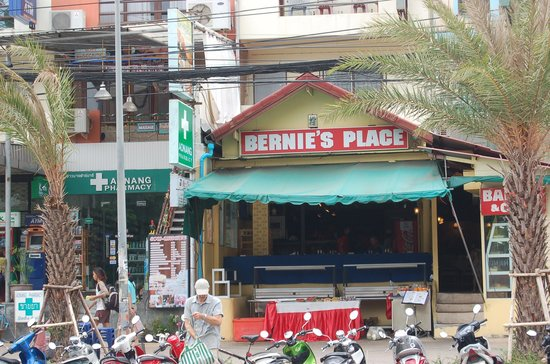 Bernie's Place Restaurant and Buffet: the entrance during the day time