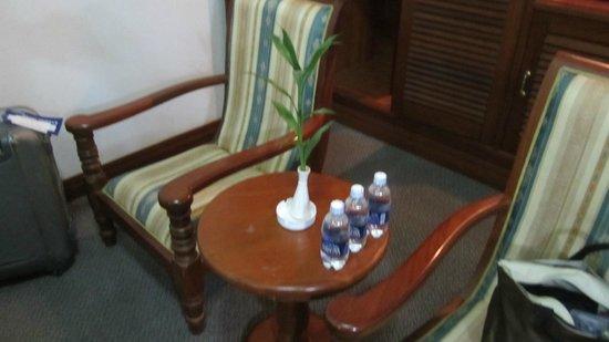 City Angkor Hotel: 水は無料でおいてありました。