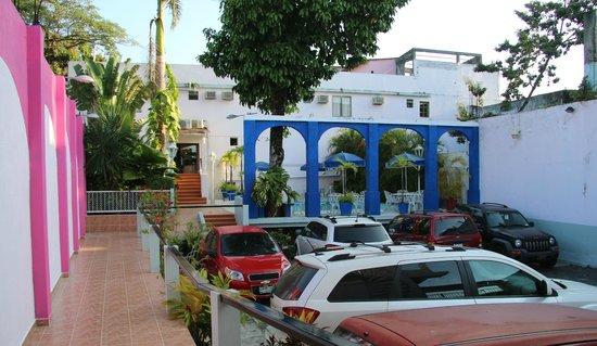 Hotel Michelle : Inside parking