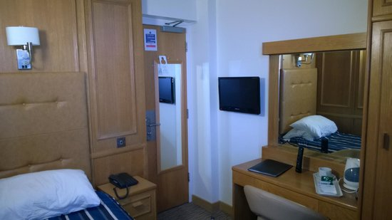 St Giles London - A St Giles Hotel: Placement of TV