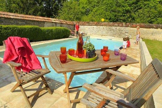 La cuisine photo de gite du soldat carouge roucy for Carouge piscine