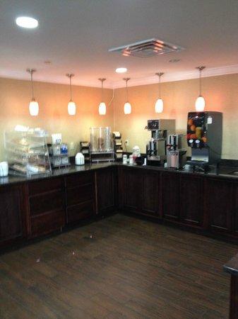 Red Roof Inn Dalton : Breakfast area