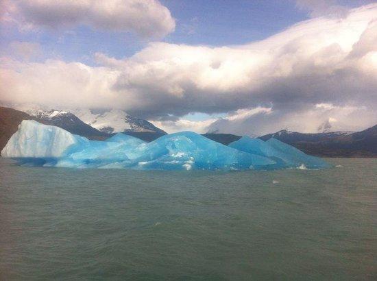 Upsala Glacier: Gelo azul e água leitosa