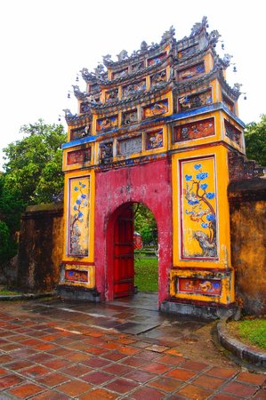 Ciudad Imperial de Hue: Traditional Vietnamese Style Gate at Hue Imperial City