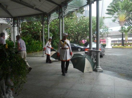 The Halia at Raffles Hotel : Hotel staff